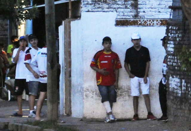 *Soldaditos* (juvenile drug vendors) outside a *bunker* in Rosario.