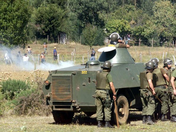 Argentine military opens fire on Mapuche farmers