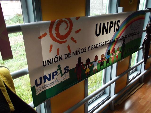 Banner for the *Unión de Niños y Padres para la Integración Normal*