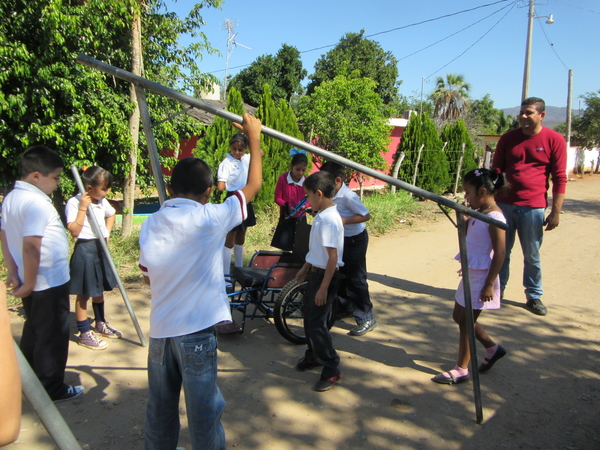 The children unload the welded pipes for the railings. (The pipes were delivered from Duranguito at the same time as Tonio's carriage.)